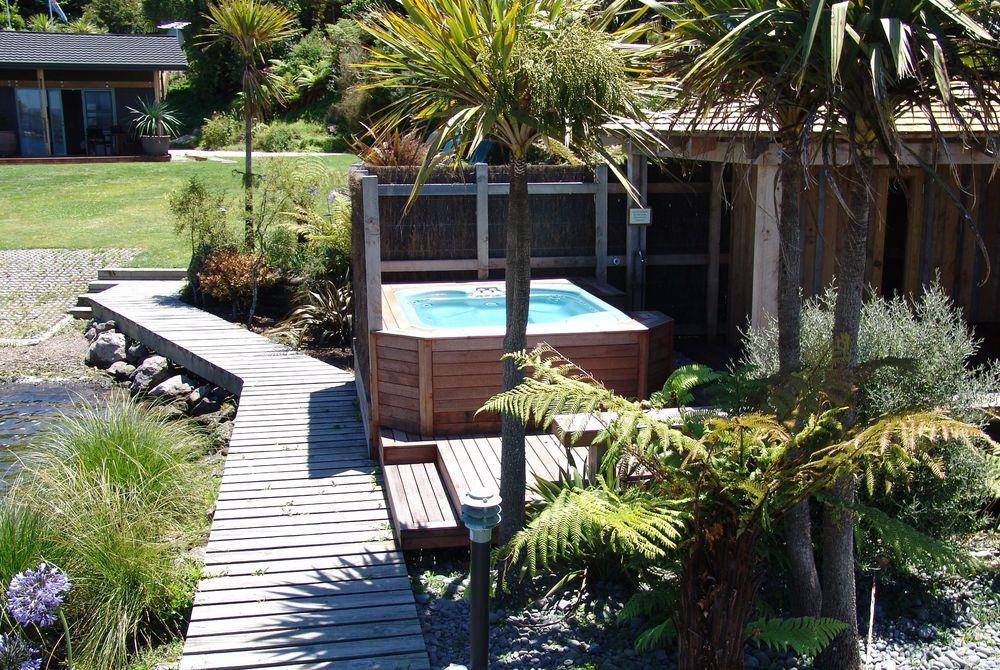 Koura Lodge outdoor spa and sauna, New Zealand