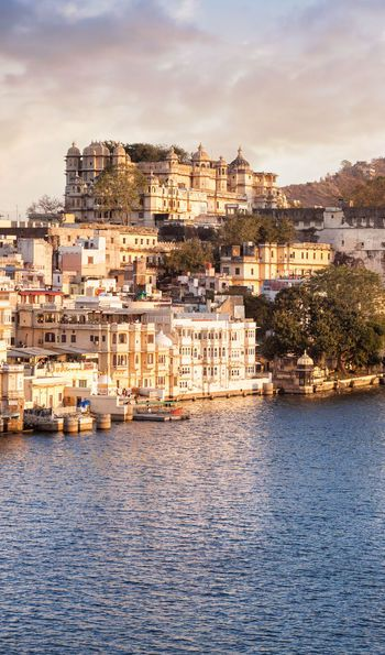 Lake Pichola & City Palace, Udaipur in India
