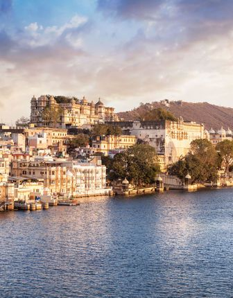 Lake Pichola and City Palace, Udaipur in India