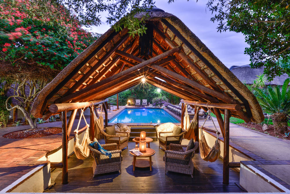 Lobengula Lodge - pool lounge