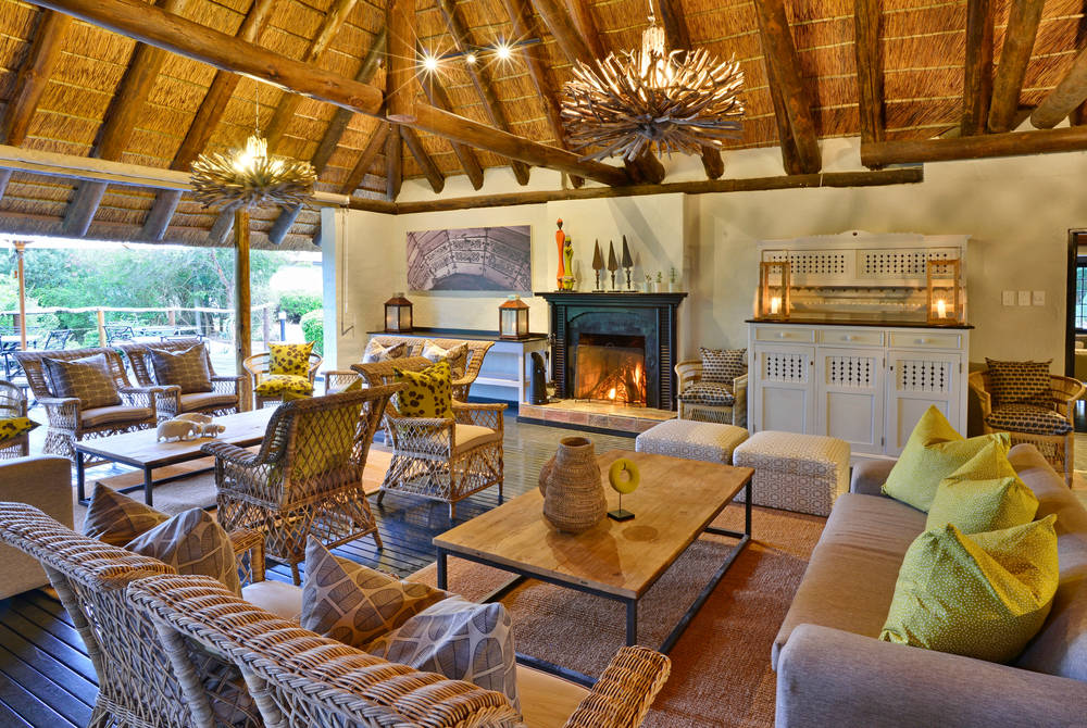 Lobengula Lodge - deck lounge