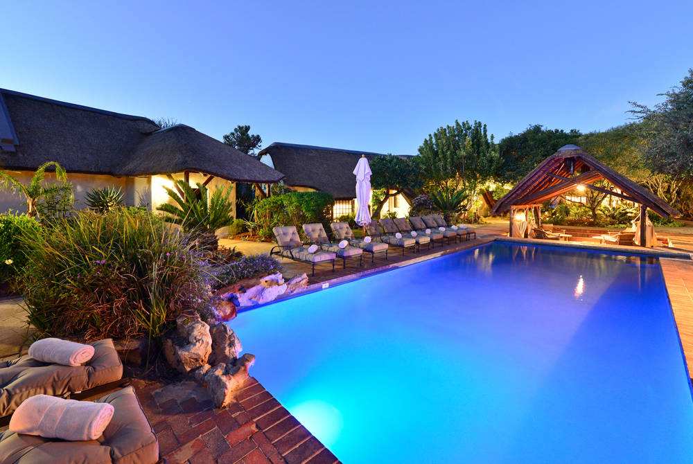 Lobengula Lodge - pool & exterior