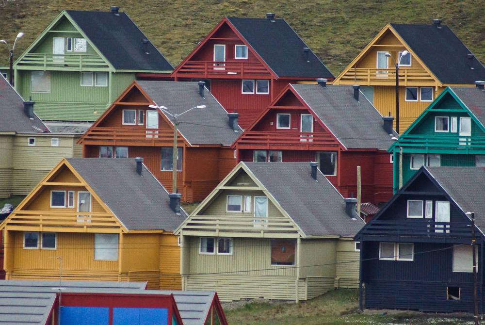 Longyearbyen, Dr Tom Lennie, Hurtigruten