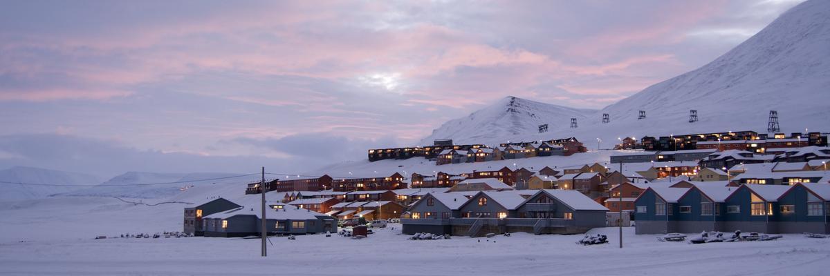 Longyearbyen during the last rays of sun before dark season