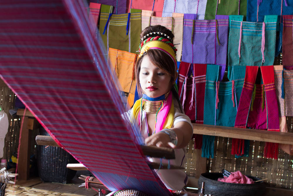 Lotus silk weaving, Inle Lake