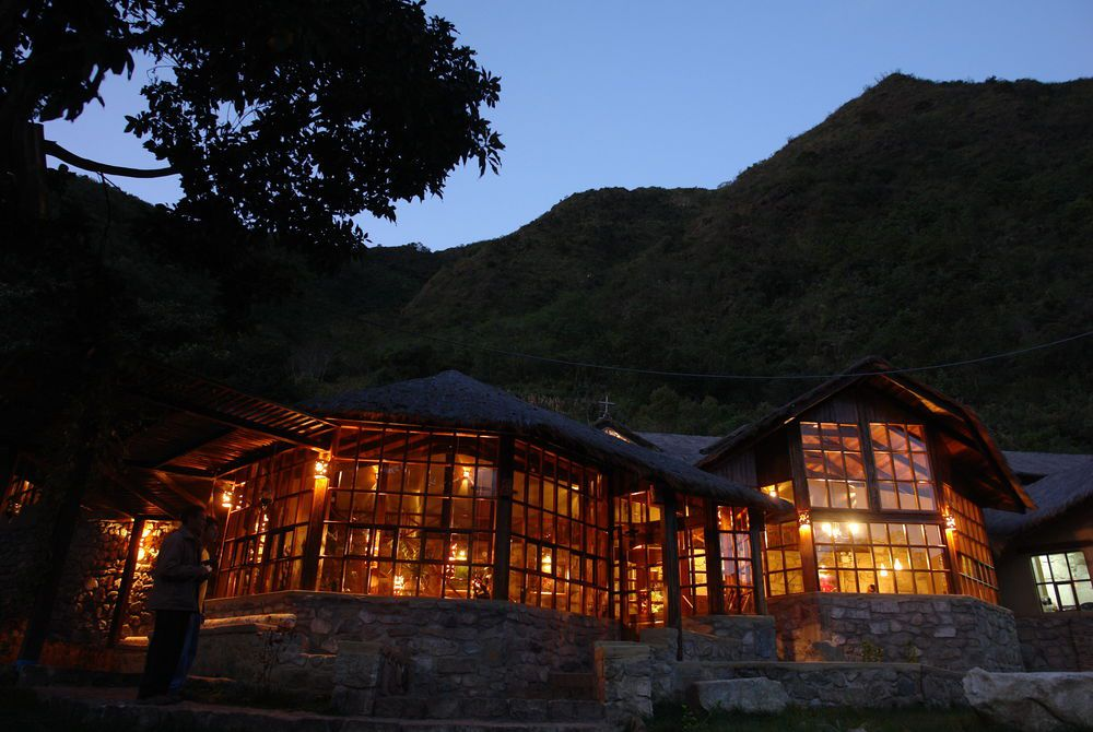Mountain lodges of peru salkantay trail holidays 2018 for Trail lodge