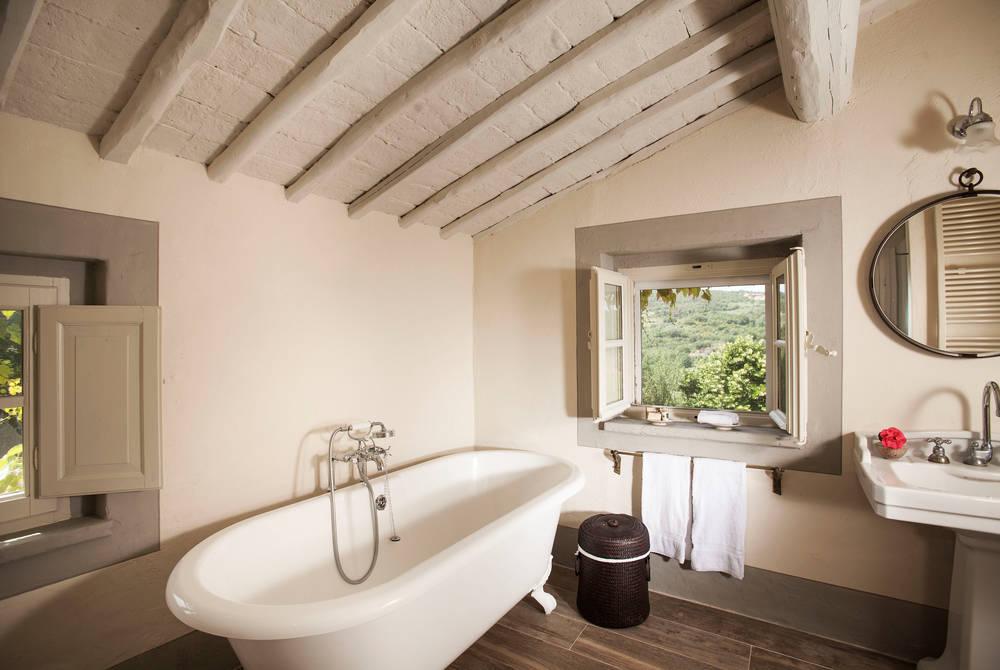 Bathroom, Lupaia