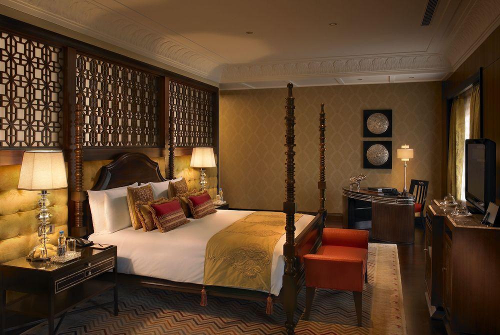 Maharaja Suite Bedroom, The Leela Palace Udaipur