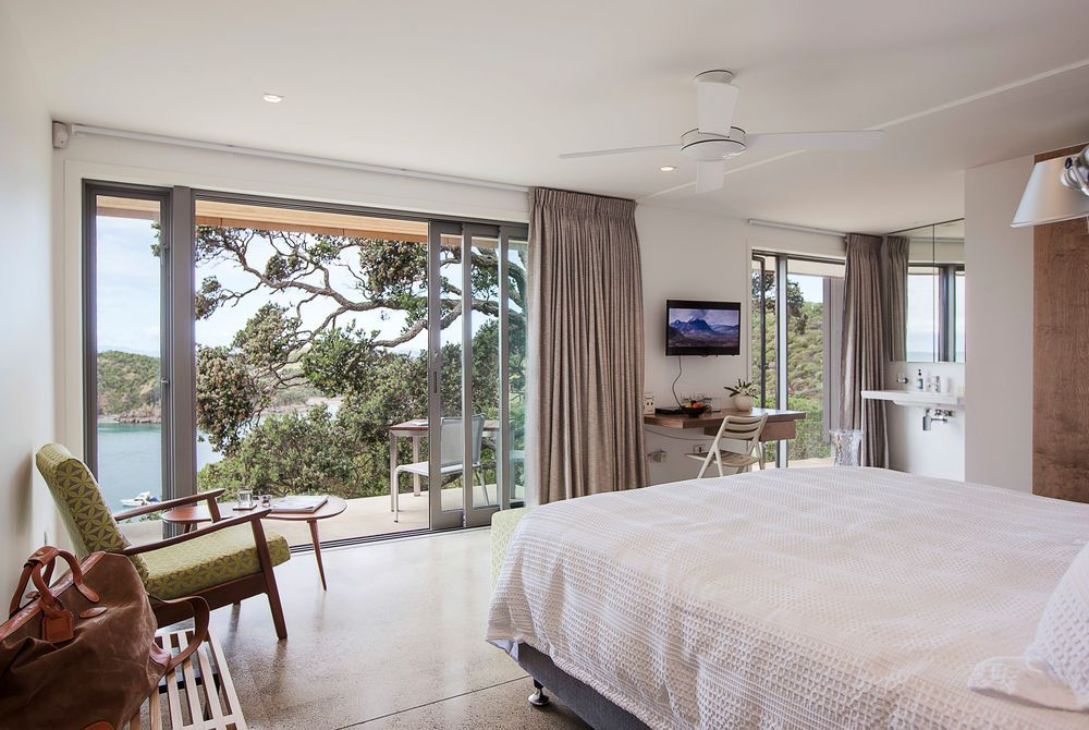 Marino Ridge Waiheke Owanake guest room, New Zealand