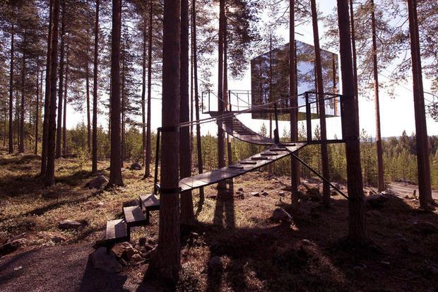 Mirrorcube room at Treehotel, Swedish lapland