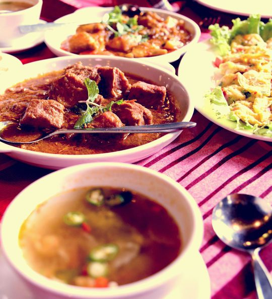 Myanmar assar-asa, a buffet of curries