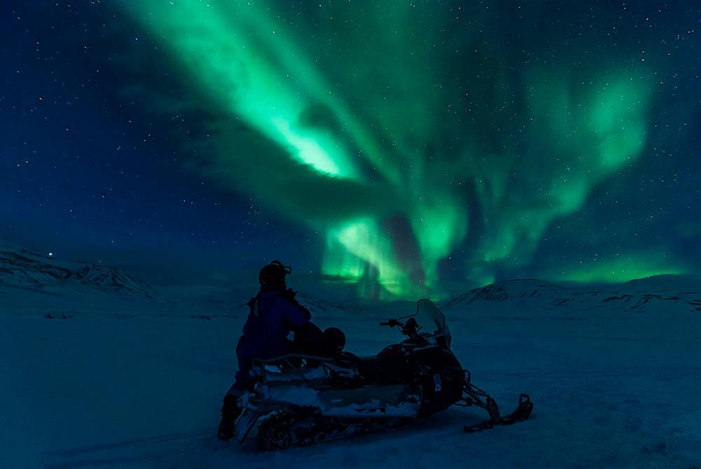 Northern Lights Snowmobiling (Credit: Agurtxane Concellon/Hurtigruten Svalbard)