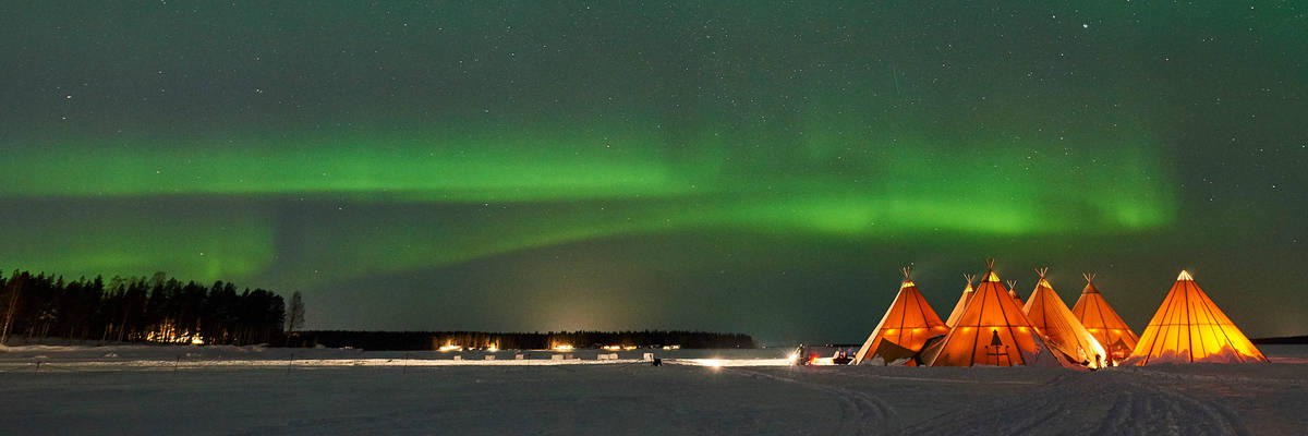 Northern Lights dinner at Brändon Lodge, Lulea (Credit: Lapland Travel Co.)