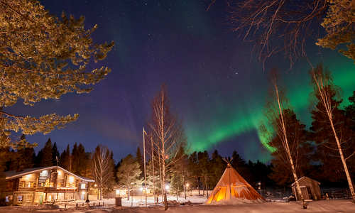 Northern Lights dinner at Brändon Lodge, Lapland Travel Co
