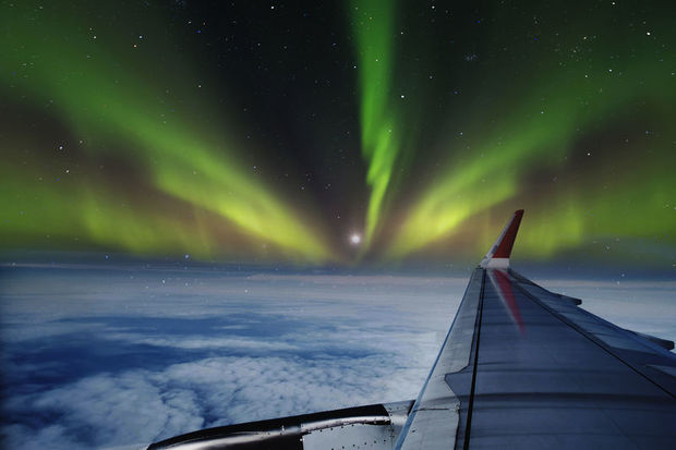 Watch the Northern Lights on an aeroplane