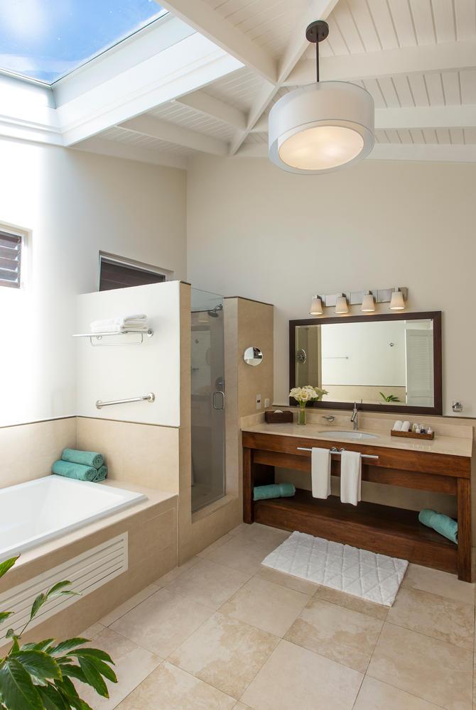 Oleander Garden Suite Bathroom, Spice Island Inn