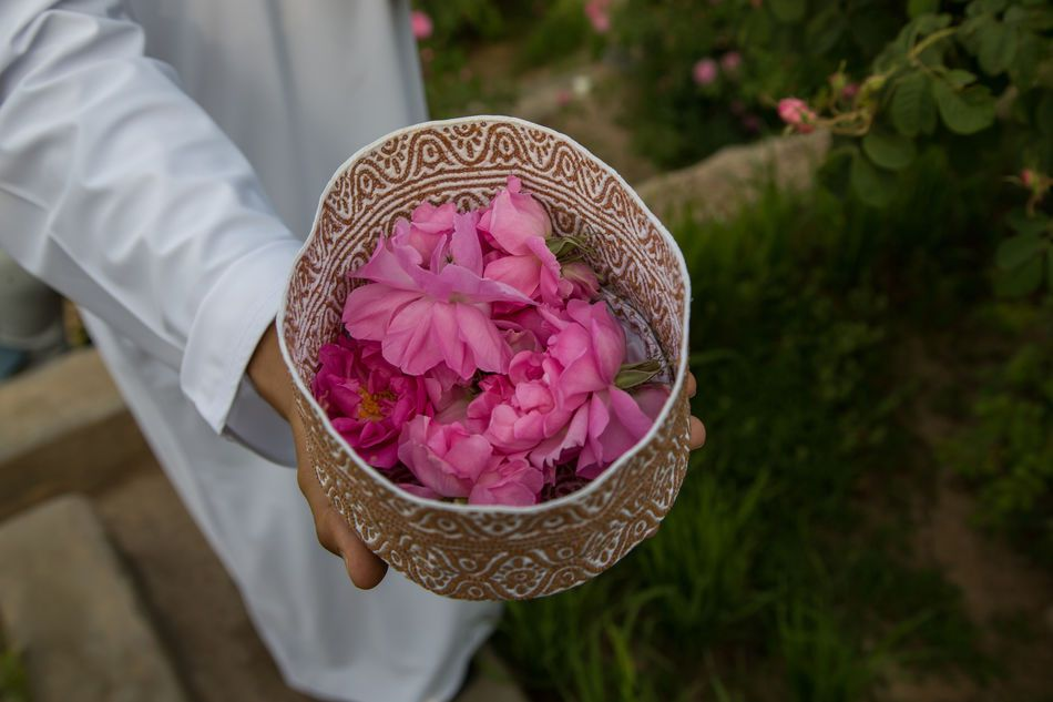 Omani Hat (Kuma) filled with roses