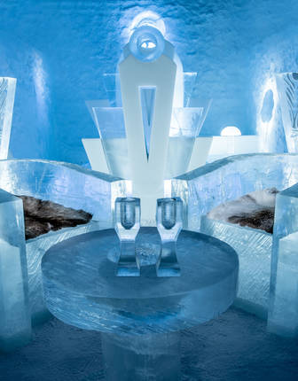 Once Upon A Time Deluxe Suite, ICEHOTEL 365 2017 (© Asaf Kliger)