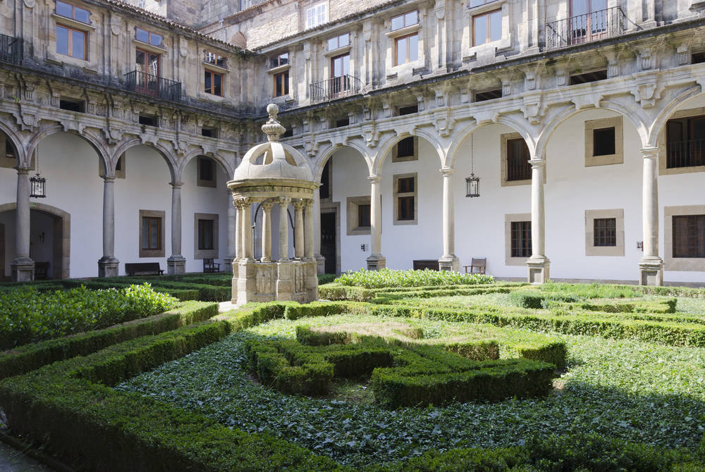 One of the courtyards of Reyes Catolicos (Parador de Compostela)