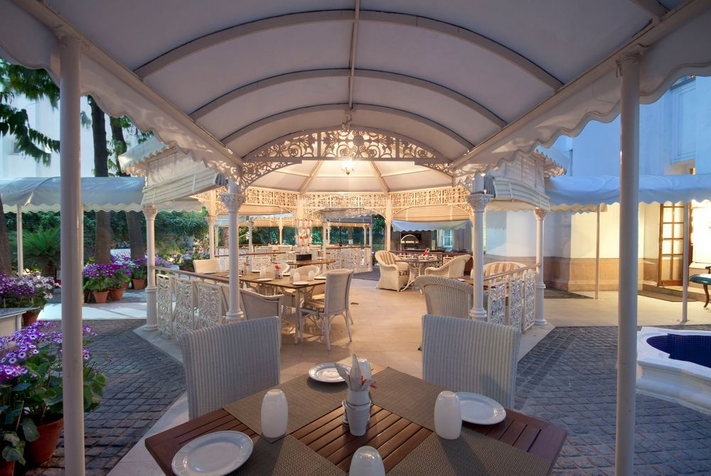 Outdoor dining, The Imperial, New Delhi