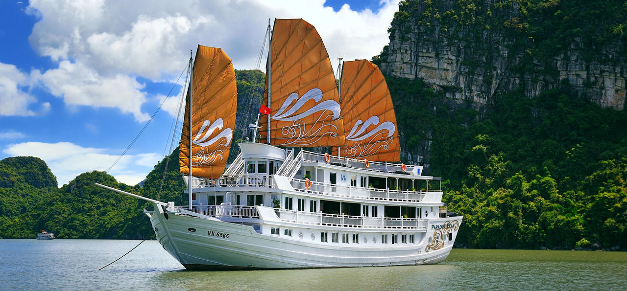 Paradise Peak cruise on Halong Bay, Vietnam