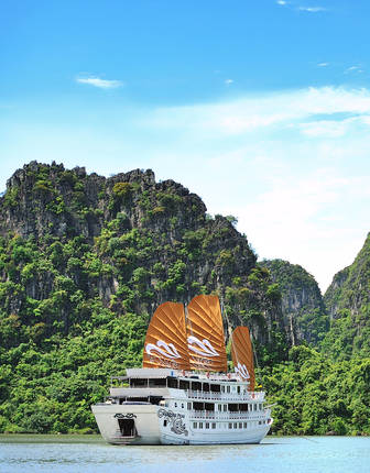 Paradise Peak cruise on Halong Bay