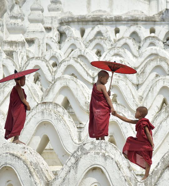 Novice monks, Paya Hsinbyume, Myanmar, Burma