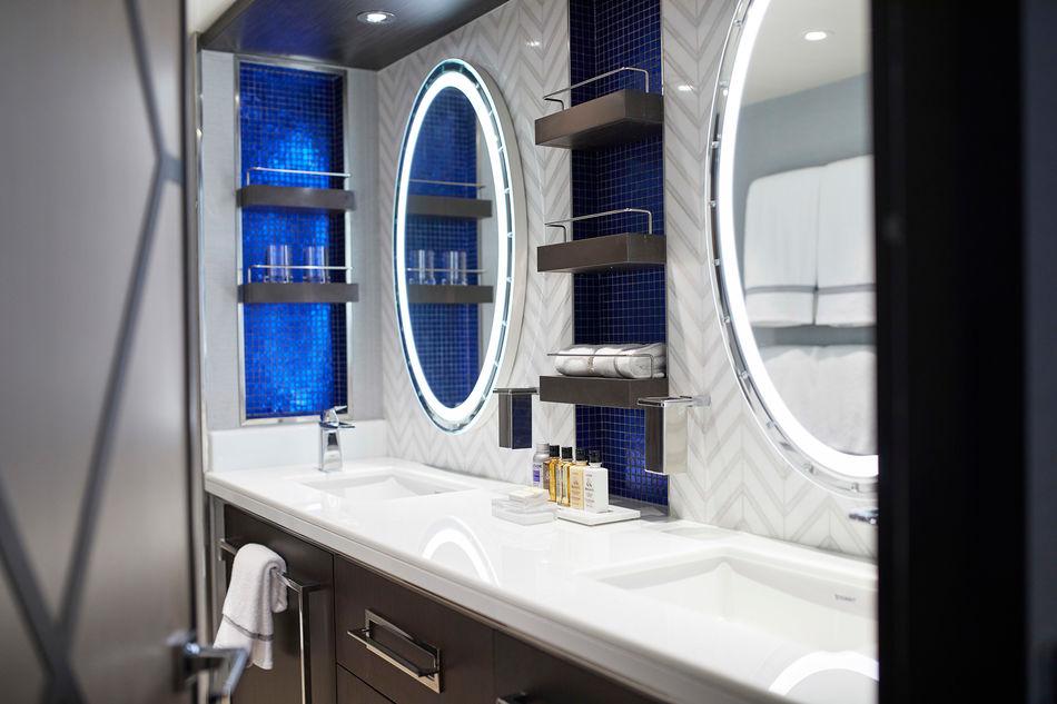 Penthouse Suite bathroom, Seven Seas Splendor