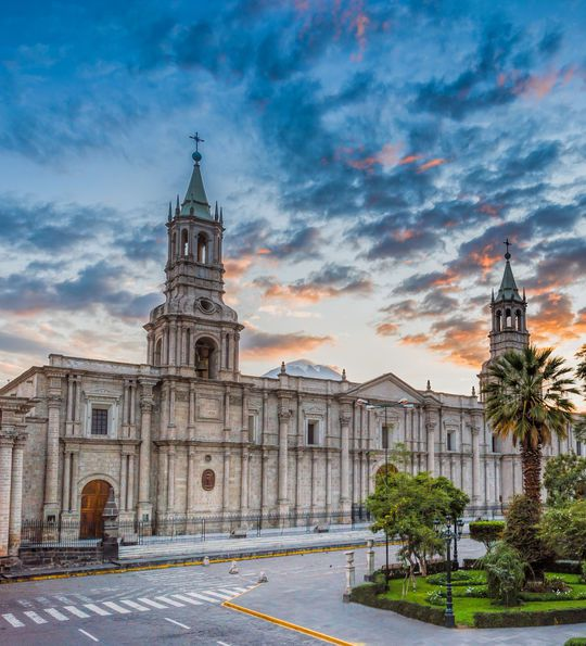Sunrise at Plaza de Armas, Arequipa, Perue