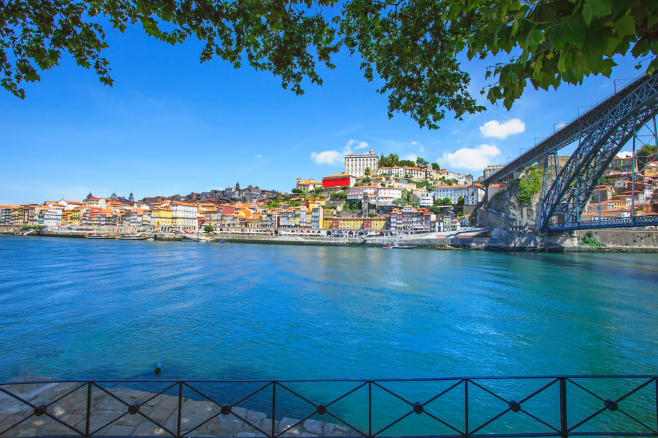 Jane McDonald departs from Oporto on her Douro river cruise