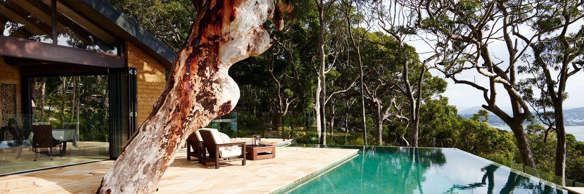 Pretty Beach House infinity pool