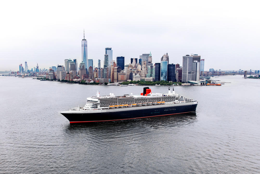 Queen Mary 2 arriving in New York