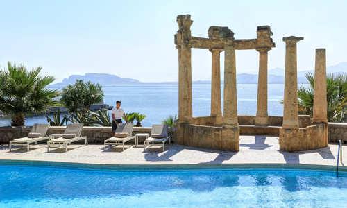 Pool and ocean at Villa Igiea