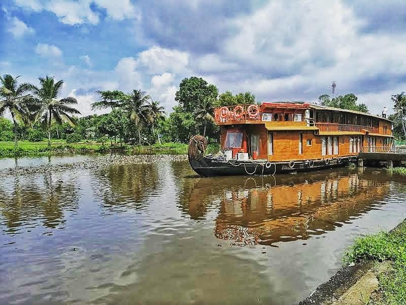 RV Vaikundam on the Kerala Backwaters