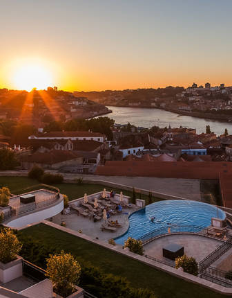 Rooftop pool, The Yeatman, Porto