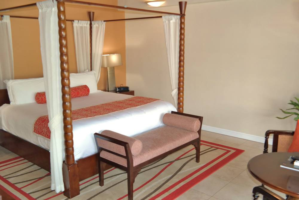 Royal Collection Pool Suite, Spice Island Inn