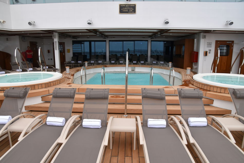 The  Club Pool on Seabourn Ovation