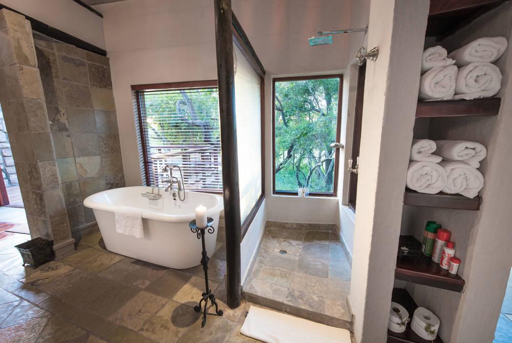 Bathroom, Shumbalala Game Lodge