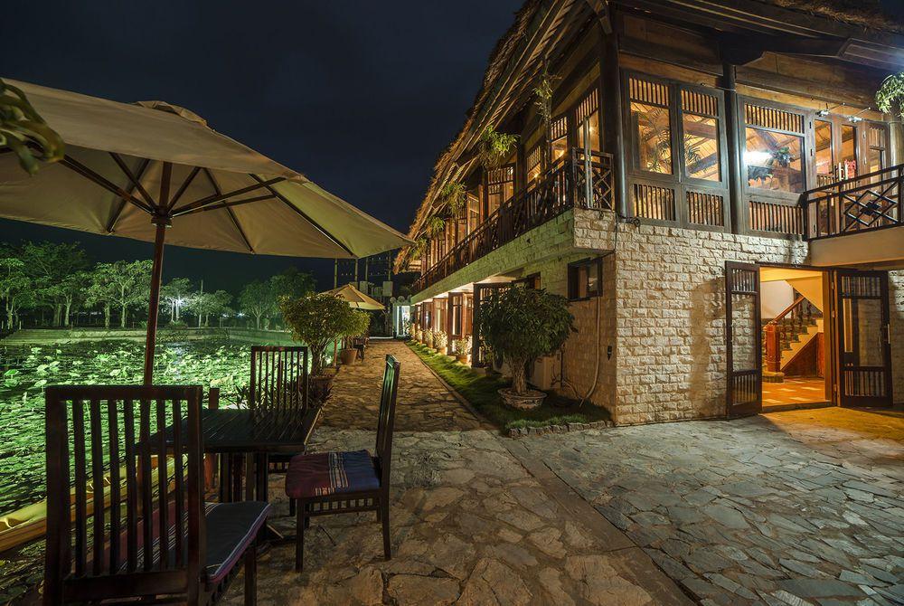 Sidewalk, Mai Chau Lodge