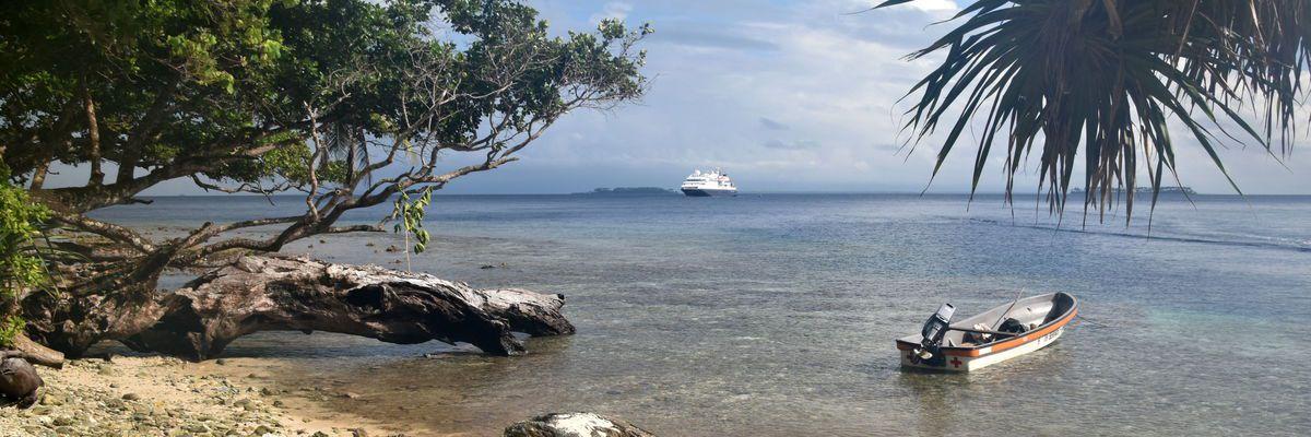 Silversea Silver Discoverer in Papua New Guinea