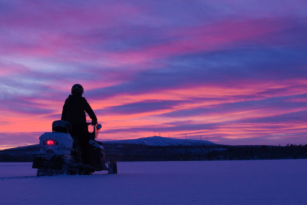 Snowmobiling, Hotel Harriniva