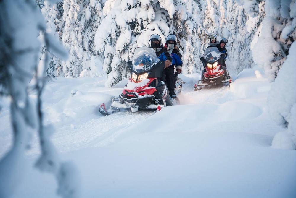 Snowmobiling, Safartica