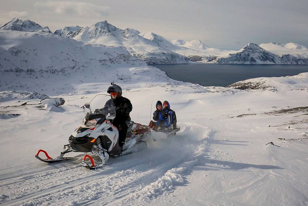 Snowmobiling at Arctic Panorama Lodge