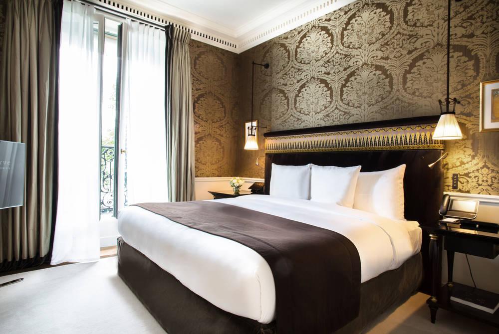 Suite bedroom at La Réserve