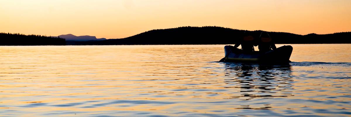 Summer Midnight Sun rafting (© Asaf Kliger)
