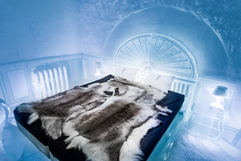 The Victorian Apartment Deluxe Suite, ICEHOTEL 365 (© Asaf Kliger)