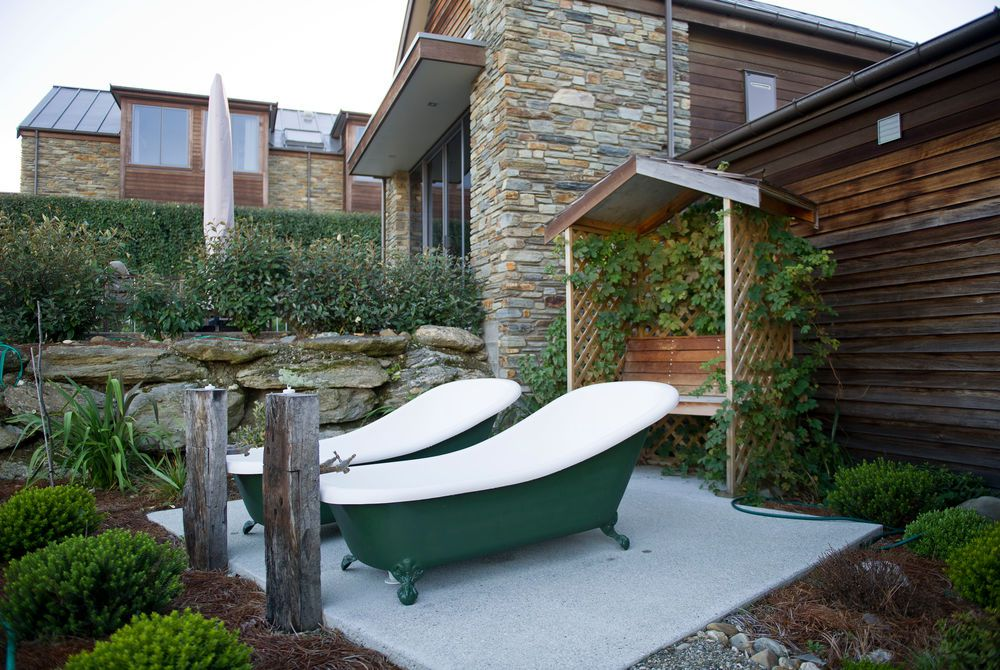 Tin Tub Lodge outdoor baths, New Zealand