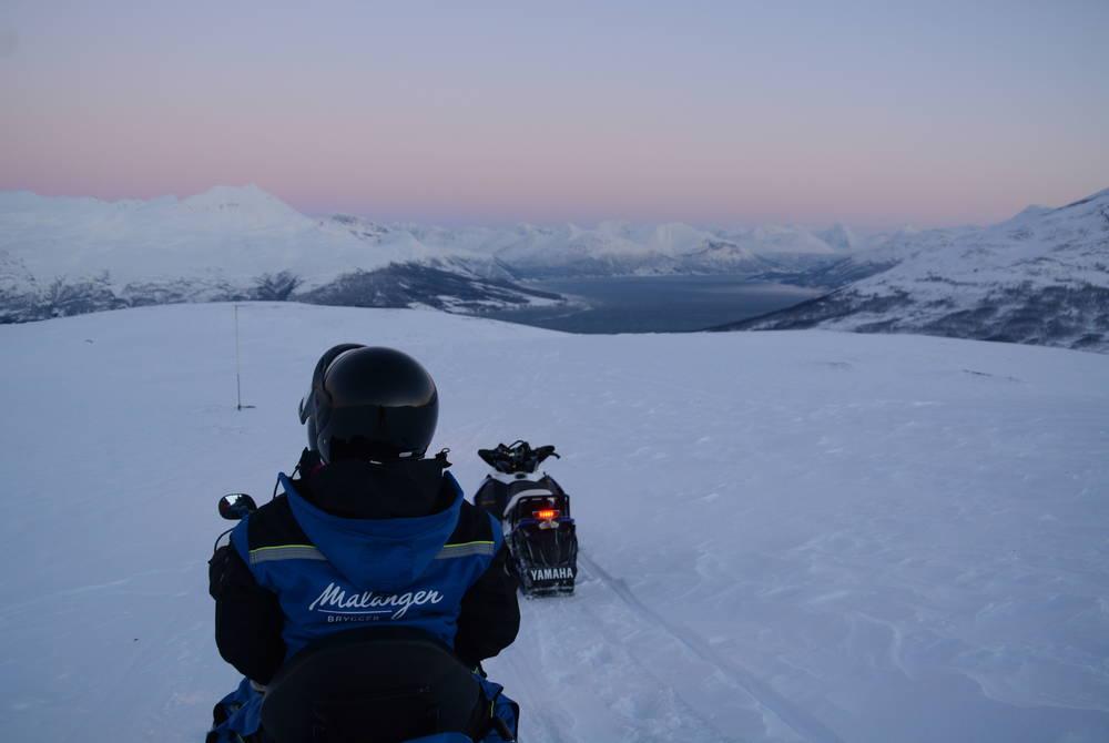 Snowmobiling with Malangen Resort