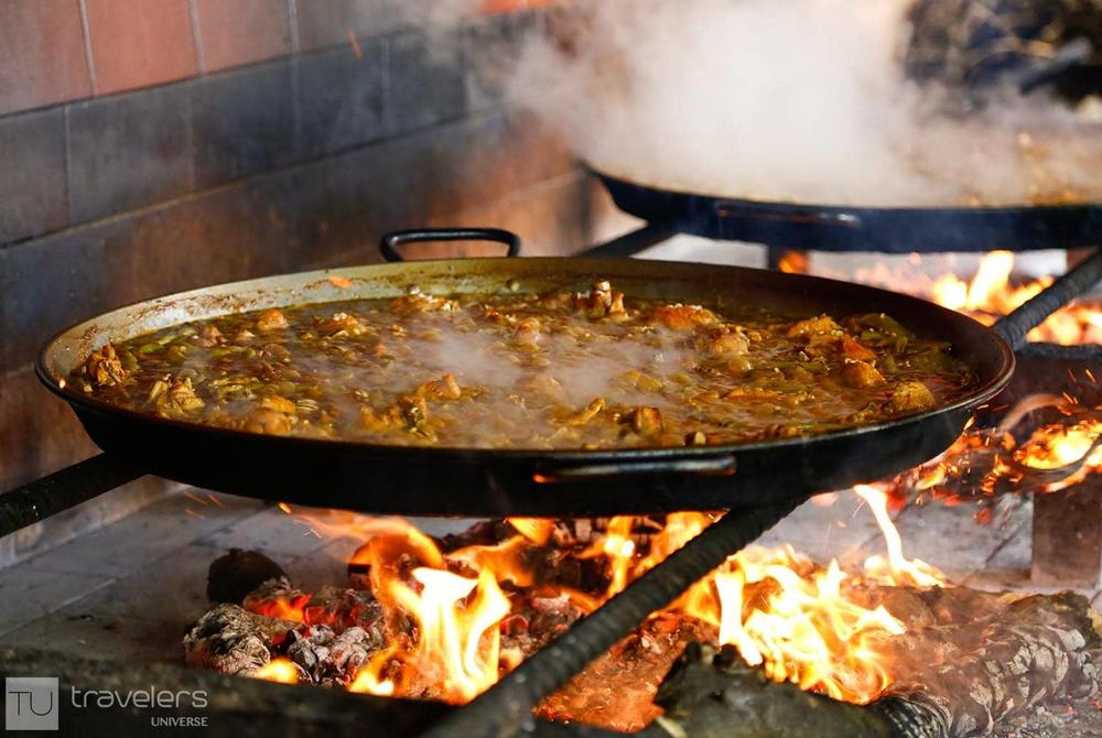 Wood fired Paella cooking, Valencia