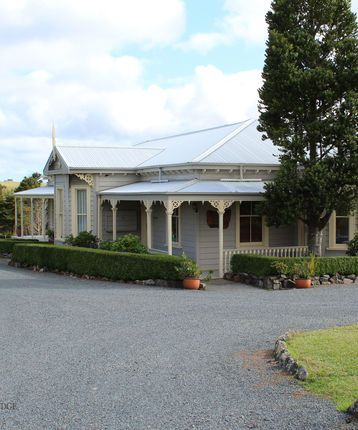 Waipoua Lodge exterior, historic homestead built by early local pioneers, New Zealand